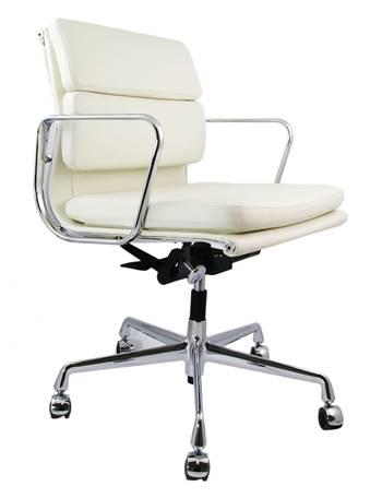 Chaise blanche numéro 217
